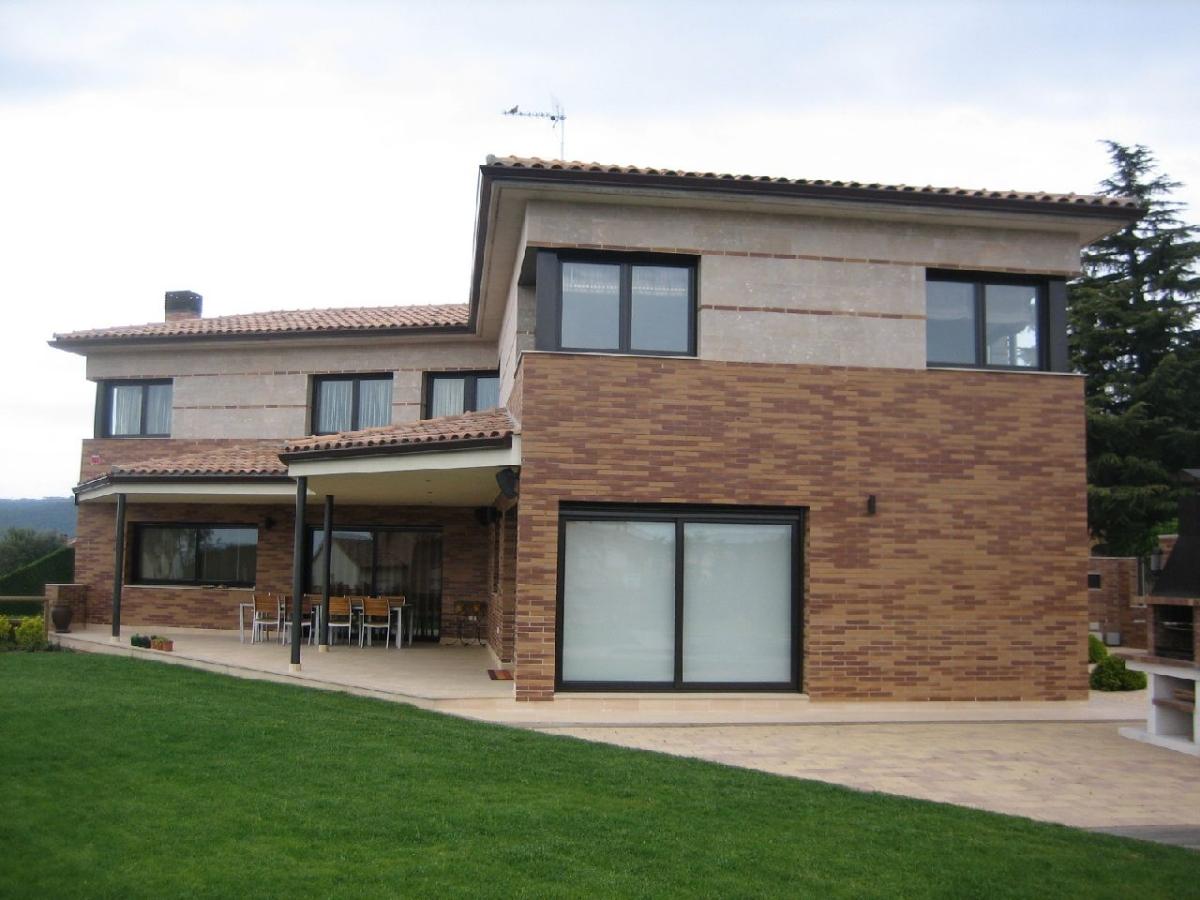 Vivienda unifamiliar aislada en la garriga ideas arquitectos - Fachadas viviendas unifamiliares ...
