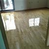 acuclillar suelo y barnizar