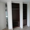 Armario con puerta de habitación integrada