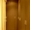 armarios a medida de suelo a techo para aprovechar al máximo el espacio