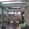 Porche de madera con cerramiento de cristal para patio