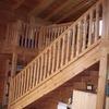 Balaustre, escaleras, techo y vigas de madera maciza