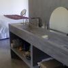 Mueble de baño integrado en habitación