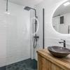Cementar juntas azulejos baño