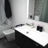 lavabo blanco y gris