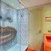 Baño con ducha con mosaico SICIS