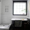 baño con mueble negro