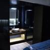 Baños integrados en habitaciones con cristal
