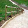 Barandilla de protección en postes torneados de madera tratada