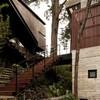 Casa Corallo entre los árboles de Guatemala