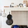 Cocina con muchos utensilios