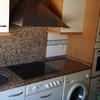 Cocina del apartamento con frente de granito