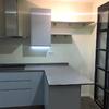 Cocina con mobiliario lacado gris brillo 3