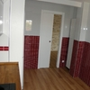 Cocina. Puerta corredera con armazón (cassoneto) por Traber Obras SL.