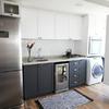 Tratar cocina con polillas de los alimentos con muebles de aglomerado y recovecos entre muebles