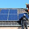 Colocando paneles en el tejado