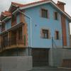 Conjunto de chalets pareados azul