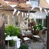 decoración jardín con banderines