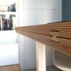 Detalle de la bisagra oculta de la mesa abatible, diseño de La Reina Obrera