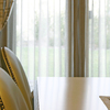 Detalle de las sillas del comedor.