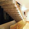 Detalle escalera en hormigón visto