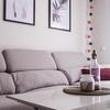Detalle sofá y mesa de centro