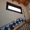 Detalle ventana escalera basculante apertura remota