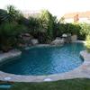 Poner piscina de 9 o 10 metros de poliester la piscina o de hormigon y instalación