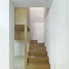Escalera compuesta por cubos de madera