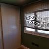 Dormitorio con carpinterías a medida y suelo láminado