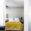 Dormitorio con puerta corredera