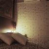 Dormitorio con ladrillo en blanco