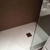 ducha de piedra blanca baño suitte