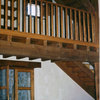 Entrada y escalera vistas desde el salón