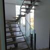 Escalera acero inox-Madera-Vidrio acceso a Planta Primera
