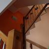 Escalera de acceso a plantas superiores