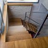 Escalera de madera vista desde arriba