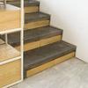Escalera de madera y cemento