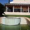 Escalera - fuente de la piscina