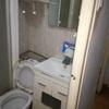 Estado de un baño pequeño antes