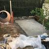 Formación de una terraza con suelo de hormigón.
