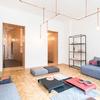 Gran salón con iluminación