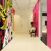 Hall de entrada con vinilo pop art