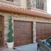 Foto: imitación madera puerta garaje estilo español
