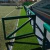 Instalación de césped artificial deportivo.