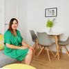 La interiorista Noelia Villalba en el salón