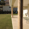La terraza flanqueada por columnas con imitación al mármol