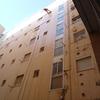 Limpiando fachada con agua a presión