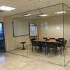 Mampara a pared de vidrio