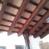 Materiales de techo colocados durante le elevación de la vivienda, son naturales no imitación